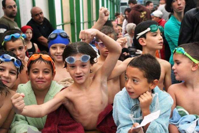 שיעור שחייה לילדים בקבוצות בירושלים | הפועל ירושלים שחייה