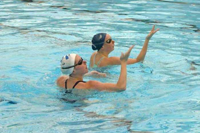 לימוד שחייה אומנותית וצורנית בהפועל ירושלים שחייה